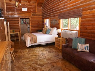 Wimberley Log Cabins Resort and Suites- Unit 4