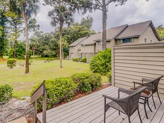 NEW LISTING! Golf course view condo w/ full kitchen, free WiFi & shared pool!