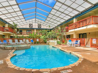 NEW LISTING! Comfortable condo w/shared indoor pool and hot tub