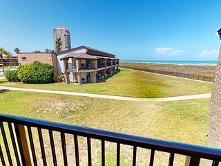Beach access condo w/ a shared pool, hot tub, fitness room, & tennis courts!
