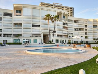 Costa del Sol · Majestic, Beach Front Penthouse 5BR w/VIEW, POOL