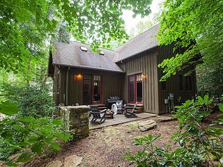 Idle Awhile: Village of Cheshire I Pet Friendly I Modern 3 BR/3 BA Home