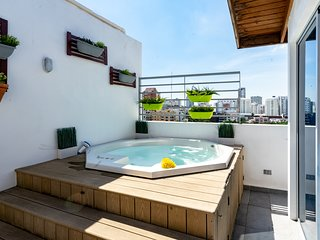 Torre ZT · *NEW* PRIVATE JACUZZI AND City Views | PH .