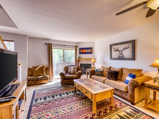 NEW LISTING! Mountain townhome w/ fireplace, private balcony & beautiful views!
