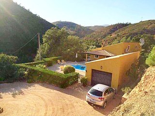 Ribeira das Canas Farmhouse Sleeps 8 with Pool Air Con and WiFi - 5718211