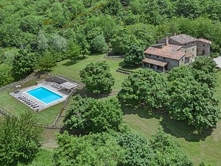 Felcino Nero Villa Sleeps 12 with Pool Air Con and WiFi - 5811831
