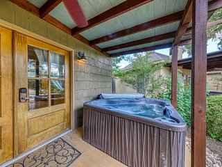 Gorgeous cottage w/ a private hot tub, fireplace, & countryside views