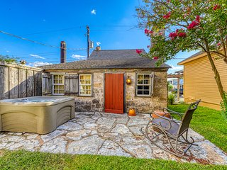 Historic cabin w/ private hot tub & rustic charm - close to shops & attractions