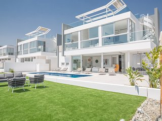 Blue Pearl 13, Luxury 3 bedroom villa with private pool in Protaras center