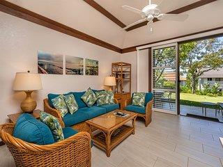 Tropical Garden Retreat! Ground Floor Ease, Modern Kitchen, Lanai, WiFi, Flat