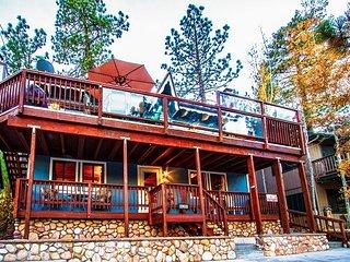 Renovated Rustic Retreat w/Gorgeous Lake Views - Spa, Game Room, Walk to VLG
