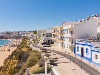 BEIRA-MAR UP TO 60% OFF! Refurbished beach front house,Private Pool,AC,free WiFi