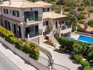 UP TO 50% OFF! RITZY Spacious villa, pool (heatable), garden,games room, AC,WiFi