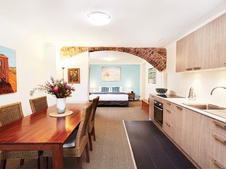 Spacious Studio With Courtyard And Extra Beds