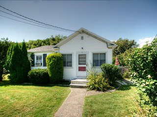 Two Bedroom Cottage in Narragansett - C415 Atigian