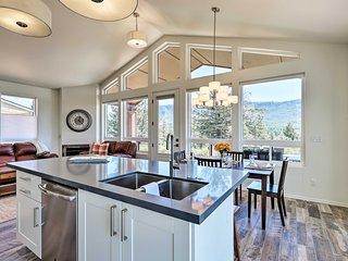NEW-Lavish Pine Cabin w/ Wraparound Deck+Mtn Views