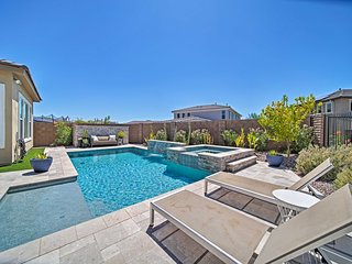 Peoria Home w/Private Pool & Hot tub, Mins to Golf