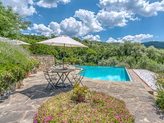 Bossi-Cellaio Villa Sleeps 12 with Pool - 5806737