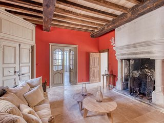 Mareuil Chateau Sleeps 14 with Pool - 5680643