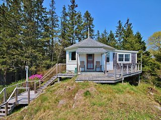 Perfect for  cottage with harbor views and waterfront access