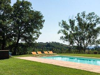 Serrapetrona Villa Sleeps 12 with Pool - 5811818