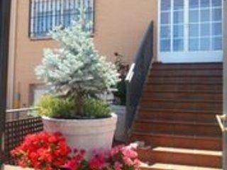 Casa (alquiler integro) 4 Habitaciones y 3 Banos para 7-9 Personas