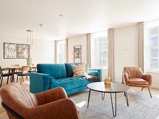 Sonder | Sloane Square | Chic 3BR + Terrace
