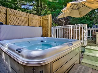 'Peachtree Cottage' w/New Hot Tub in New Buffalo