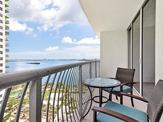 Comfortable condo w/ a furnished balcony, bay view, & shared hot tub!