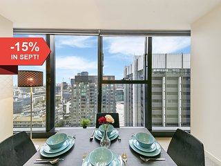 A Cozy 2BR Apt with a Panoramic View of the City