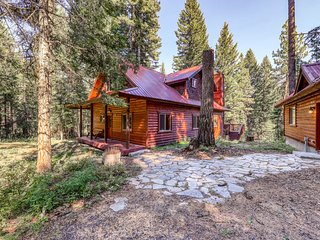 Peaceful log cabin with a firepit, a forest view deck, and a playhouse!