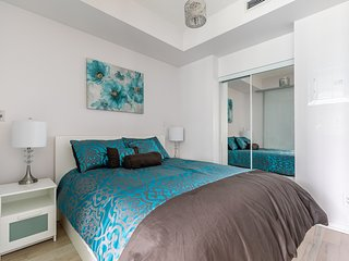 Simply Comfort. Floral Decorated Condo