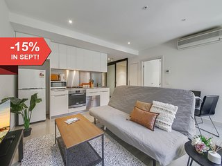 Central 2BR Suite Near Bourke St Mall & Chinatown