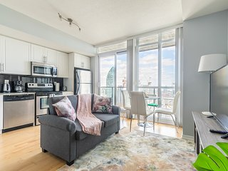 Simply Comfort. Bright&Colourful Condo in Downtown. 34 Floor