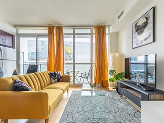 Simply Comfort.Modern 43 Floor Downtown  Apartment