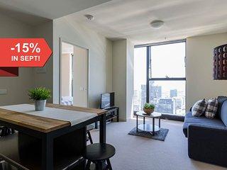 A Cozy CBD Suite with Spectacular City Views