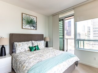 SimplyComfort. Paradise Garden Condo in Downtown