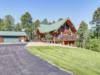 Antler Lodge - log cabin by Deadwood!