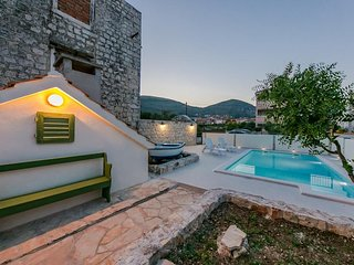 Villa Mia Trogir - private villa with heated pool right next to the sea