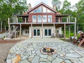 New Listing! Huge Private Retreat w/View of Granite Balds from Fire Pit, Deck