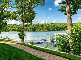 8 Bed Luxury Lakefront Villa~Amazing View~2 Pools~Free Resort Amenities~Dock