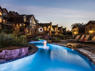 WaterMill Cove Resort Lakefront Villa~HUGE POOL~Kayaks~2Mi to Silver Dollar City
