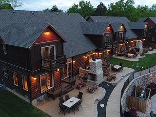 Luxury Lakefront Villa~2 mi to SDC~HUGE POOL~Kayaks~Dock