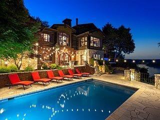 10,000 Sq Ft LAKEFRONT 42 Ac Log Estate~PRIVATE POOL-HOT TUB~12 mi to Branson!