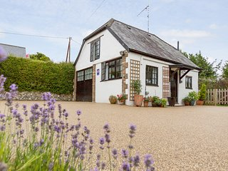 LITTLE ENGLAND, Sleeps 2, Rural Couples Retreat, Parking, 10 miles to