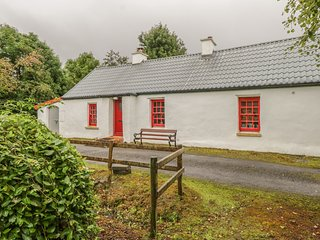 WILLOWBROOK COTTAGE, single-storey cottage, close fishing, countryside, in