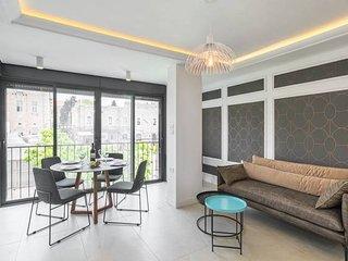 Trust Inn - Newly Renovated & Balcony next Mamilla