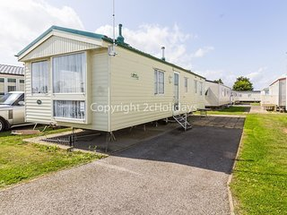 8 berth static caravan for hire at Seawick holiday park in Essex. ref 27421