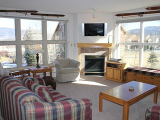 Two bedroom condo w/common hot tub, mountain views & close to everything!