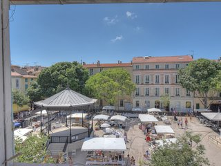 National 3G . Lovely studio, perfect location / Antibes old town